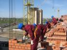 Строители Новосибирской области стали зарабатывать на 4,42% больше